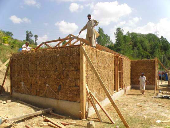 Earthquake resistant and energy efficient homes paksbab for Straw bale house cost per square foot